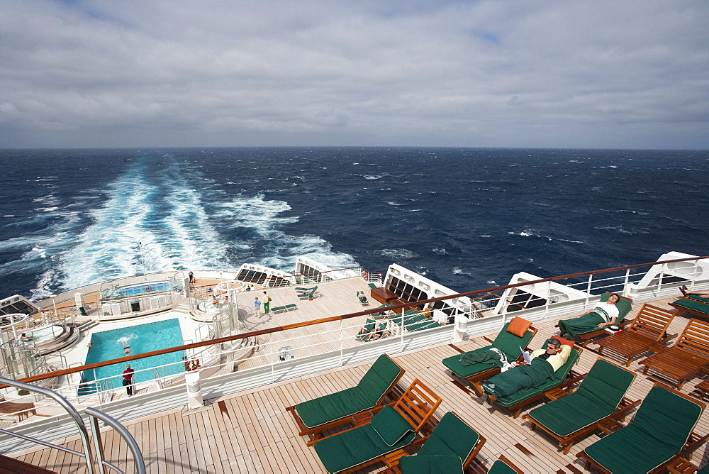 Deck chairs, swimming pool and backwash, cruise ship Queen Mary 2, Atlantic ocean - 1113-103373