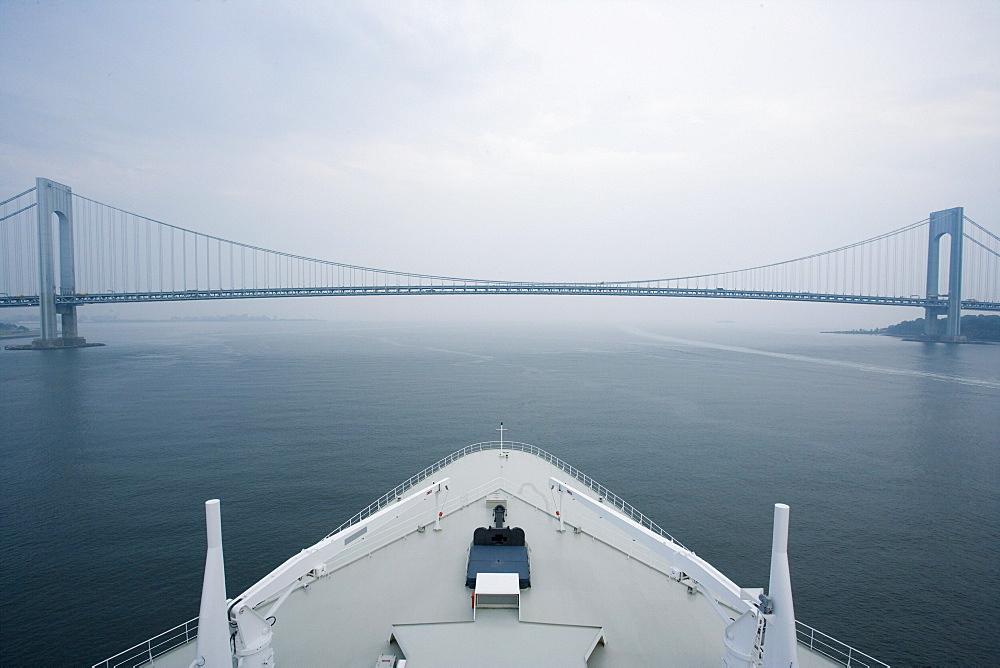 Bow of the cruise liner Queen Mary 2 leaving New York City, Verrazano Narrows Bridge, USA - 1113-103376