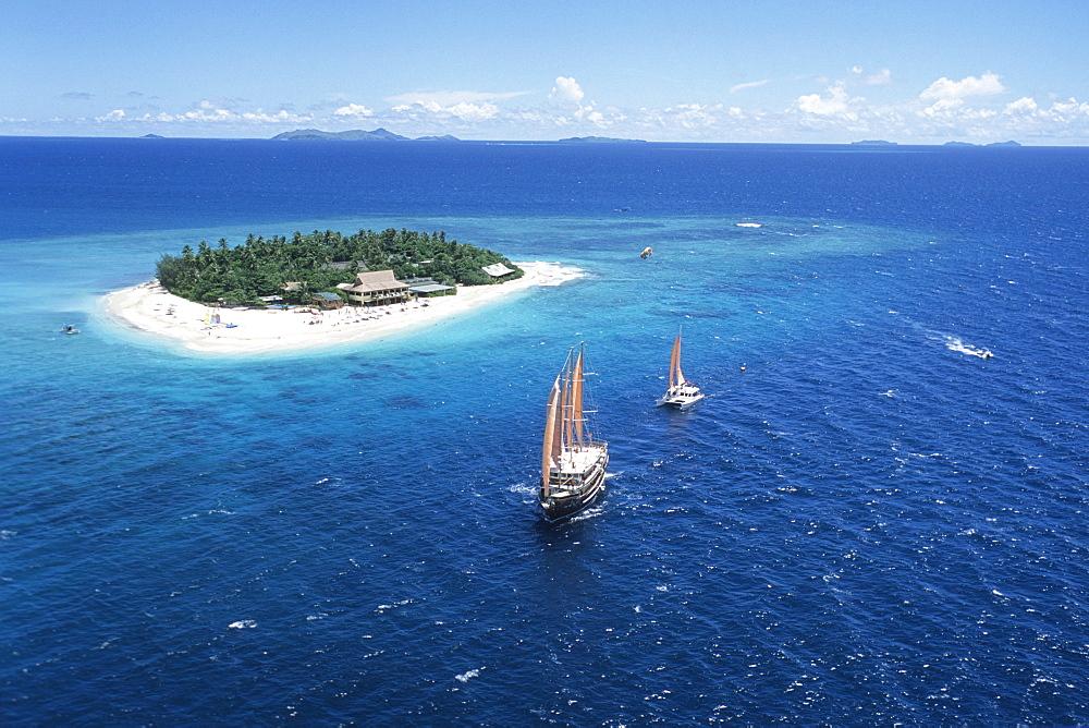 Arial Shot, Beachcomber Island, Mamanuca Group Fiji - 1113-103958