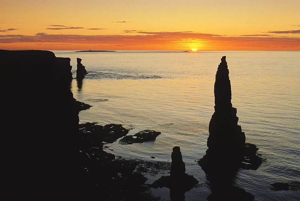 Sunrise at the Stacks of Duncansby, Duncansby Head, Highlands, Caithness, Scotland, Great Britain, Europe