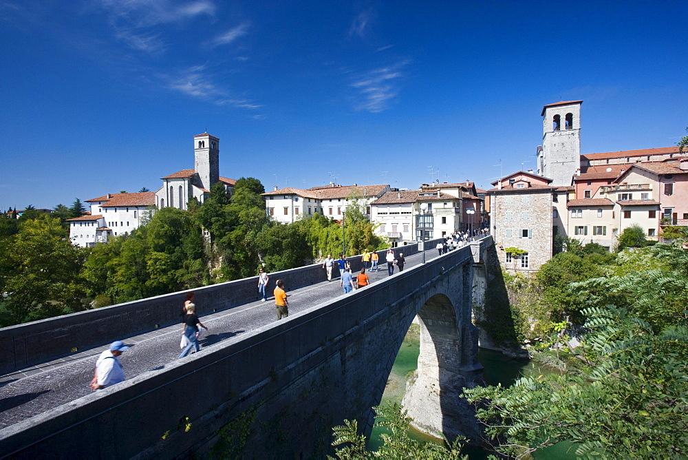 Natisone river spanned by Devil's bridge (15th century, rebuilt in 1918), Cividale del Friuli, Friuli-Venezia Giulia, Italy