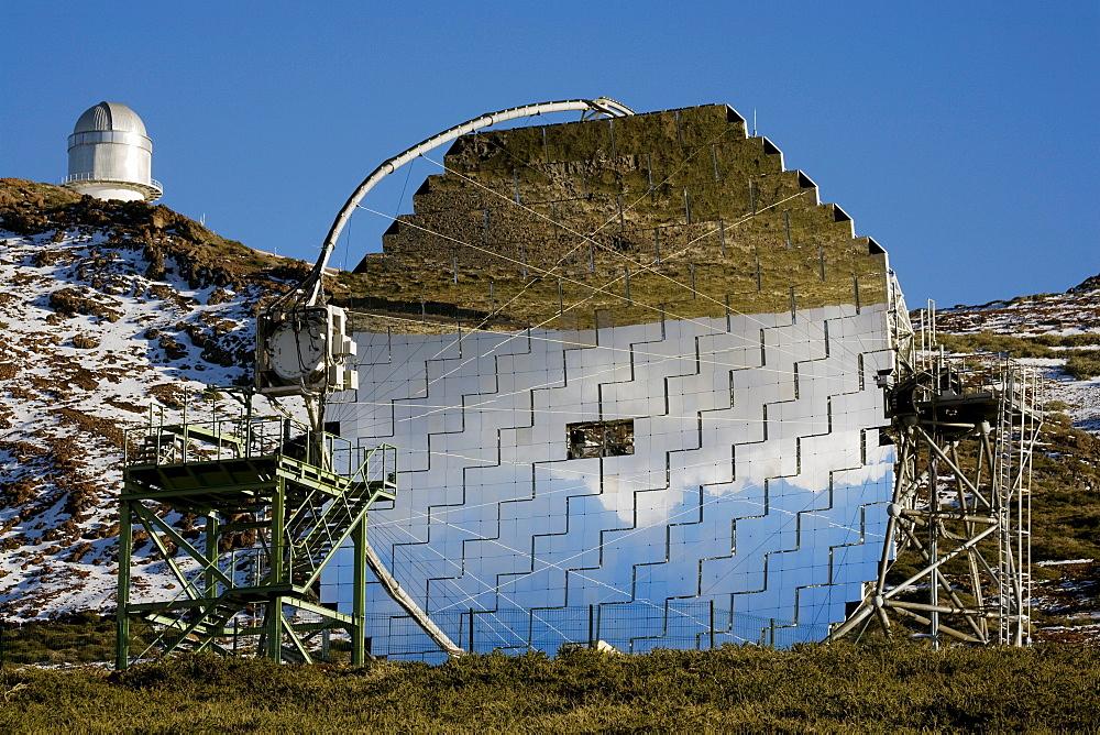 Magic telescope, worlds largest IACT mirror telescope, Imaging Atmospheric Cherenkov Telescope, 17m diameter, Observatorio Astrofisico, astronomy, astrophysics, observatory, Roque de los Muchachos, Caldera de Taburiente, La Palma, Canary Islands, Spain, Europe