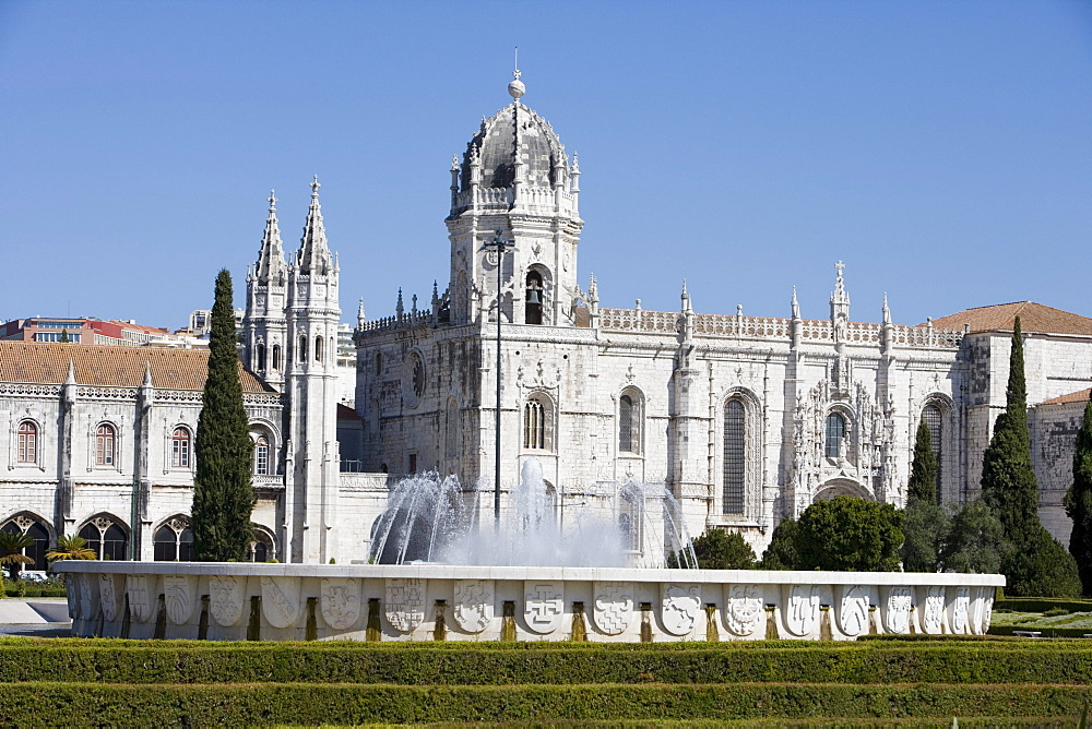 Fountain infront of Mosteiro dos Jeronimos Monastery, Belem, Lisbon, Lisboa, Portugal, Europe