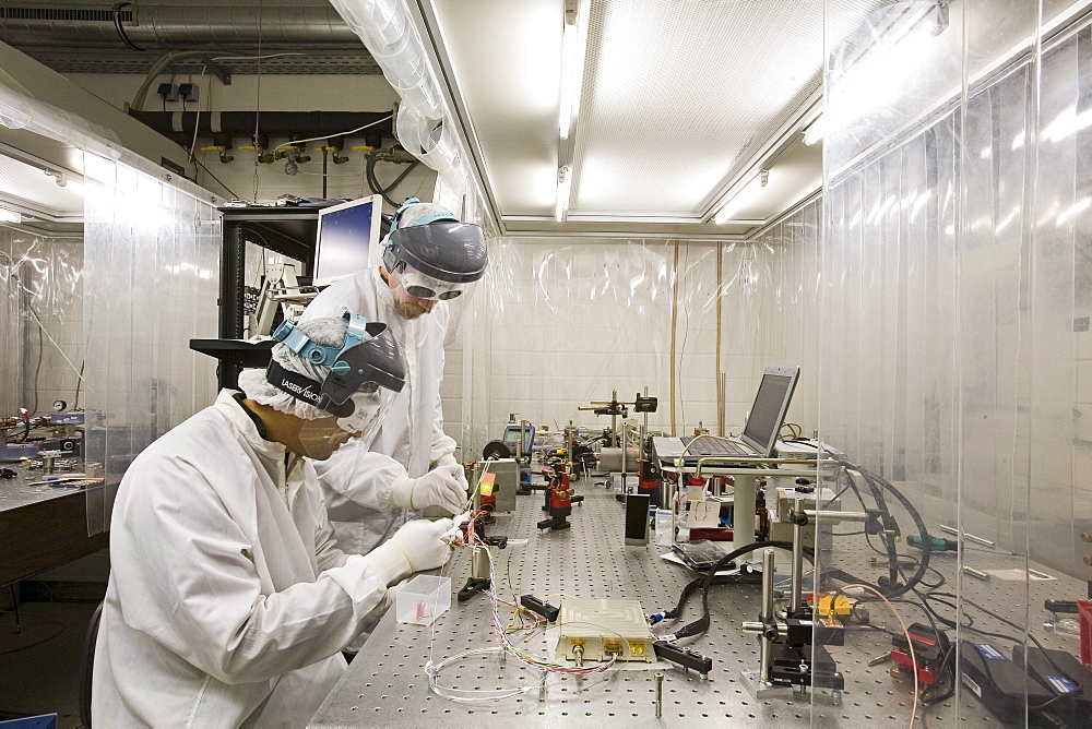 Laser centre, research scientists in protective clothing, laboratory, Hanover, Lower Saxony, Germany