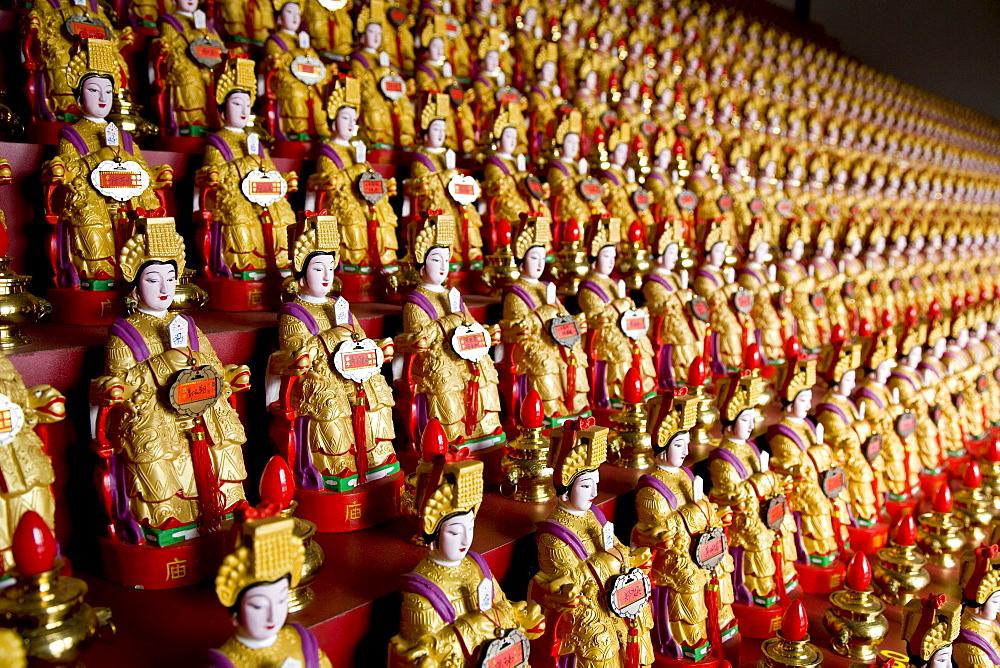 Statues of the goddess Mazu at the main temple Mazu miao, Mazu island, Meizhou Island, Fujian province, China, Asia
