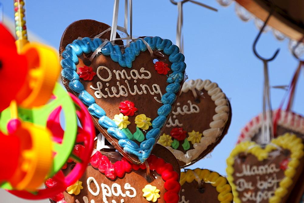 Gingerbread hearts, Cannstatter Volksfest, Stuttgart, Baden-Wurttemberg, Germany