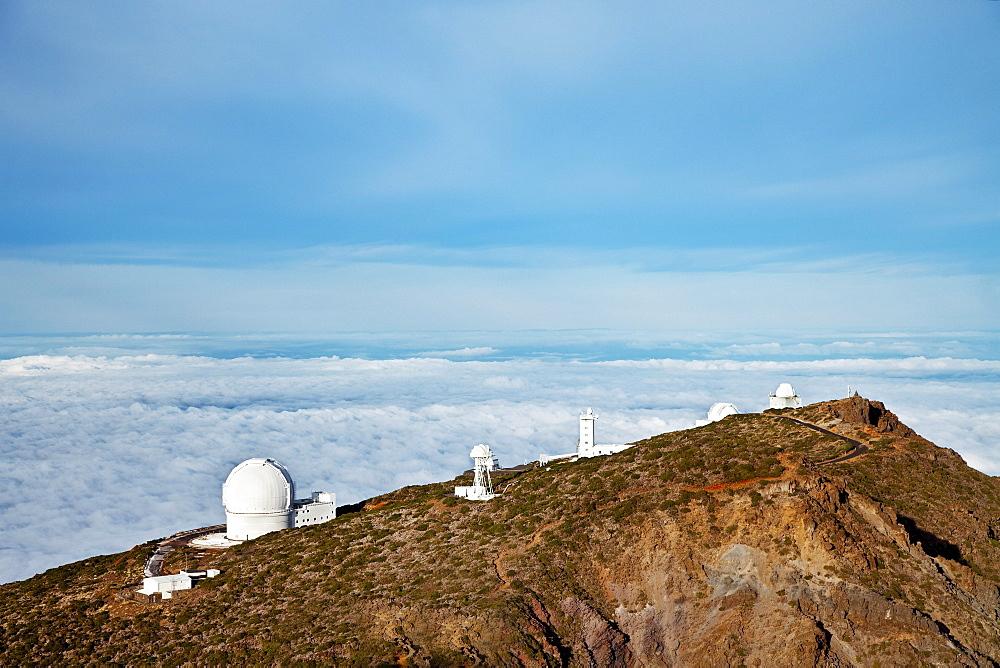 Observatories on a mountain ridge, Roque de los Muchachos, Caldera de Taburiente, La Palma, Canary Islands, Spain, Europe