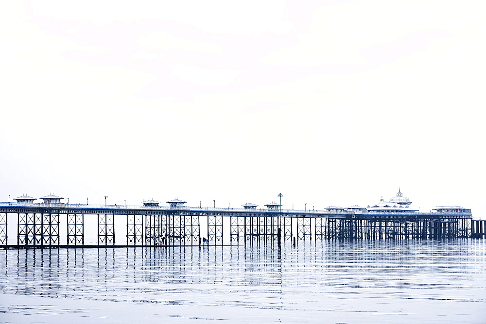 View of the 670 meters long Victorian pier, the most prominent landmark of the seaside resort town of Llandudno, Conwy County Borough, Wales, Great Britain, United Kingdom, UK, Europe