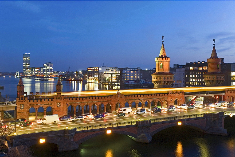 Cars and S-Bahn on the Oberbaum Bridge in the evening, Berlin, Germany, Europe