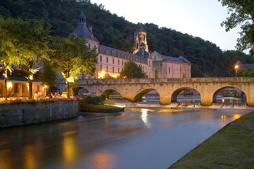 Jardin des Moines in the evening light, Abbaye de Brantome, The Way of St. James, Roads to Santiago, Chemins de Saint-Jacques, Via Lemovicensis, Brantome, Dept. Dordogne, Région Aquitaine, France, Europe