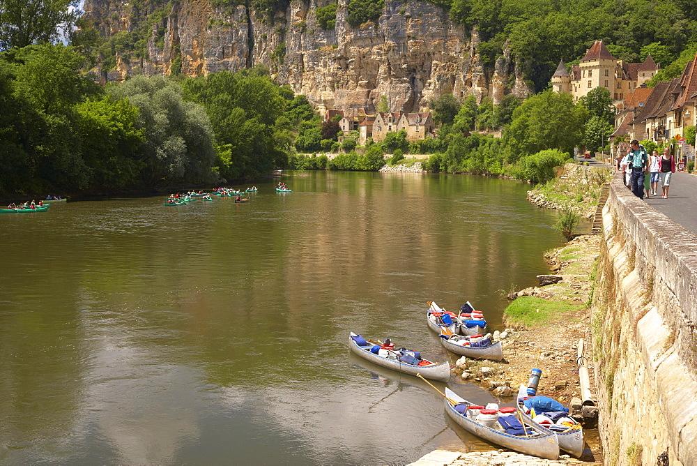 La Roque-Gagéac along the Dordogne river, The Way of St. James, Roads to Santiago, Chemins de Saint-Jacques, Via Lemovicensis, Dept. Dordogne, Région Aquitaine, France, Europe