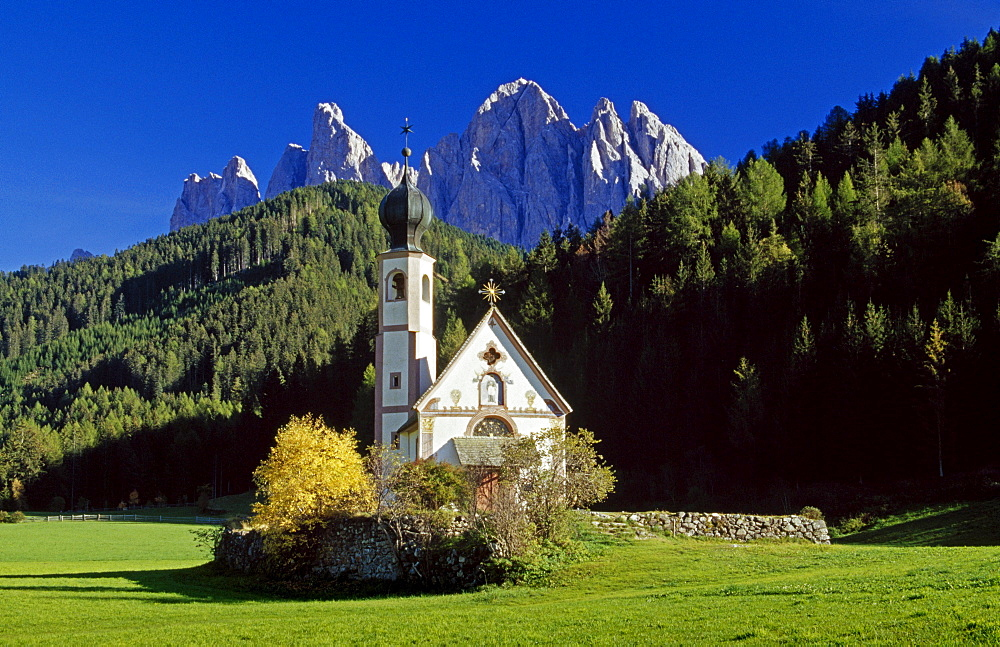 Chapel of St. Johann in Ranui, Le Odle, Val di Funes, Dolomite Alps, South Tyrol, Italy