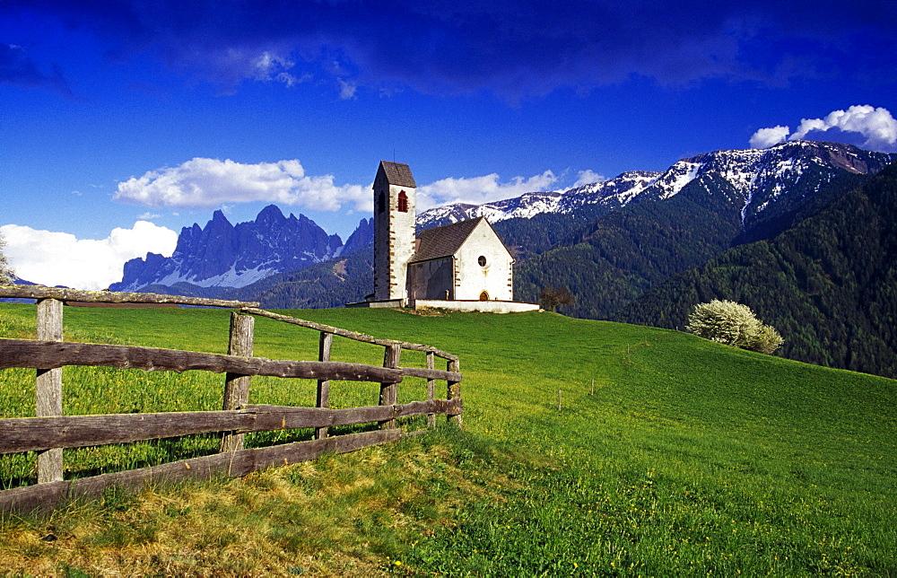 Chapel San Jacopo, Val di Funes, Dolomite Alps, South Tyrol, Italy