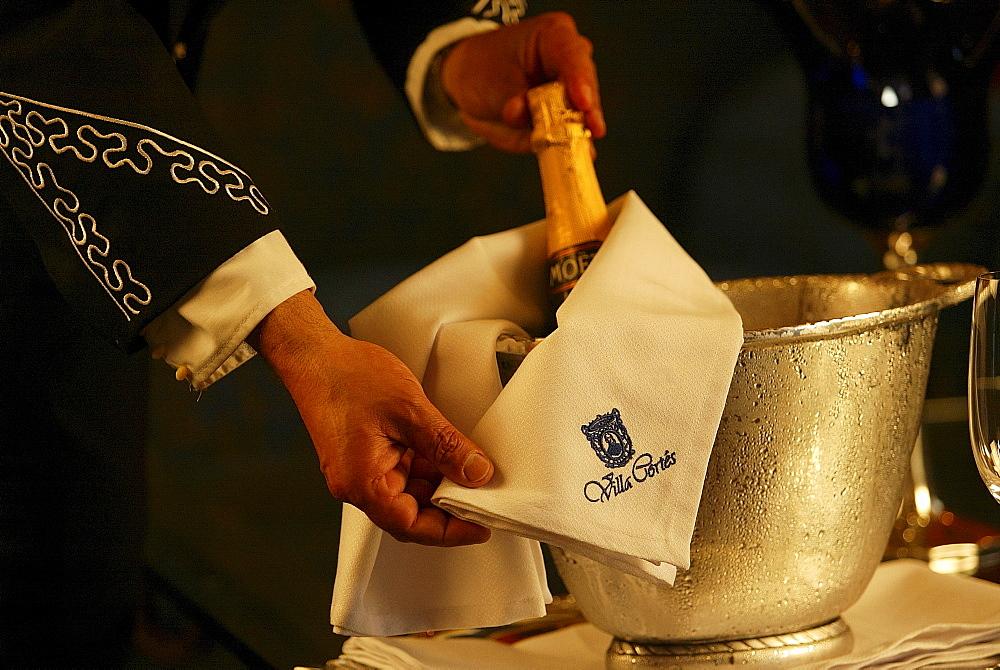 Waiter serving champagne, Hotel Villa CortÈs, Playa de las Americas, Teneriffe, Spain - 1113-30091