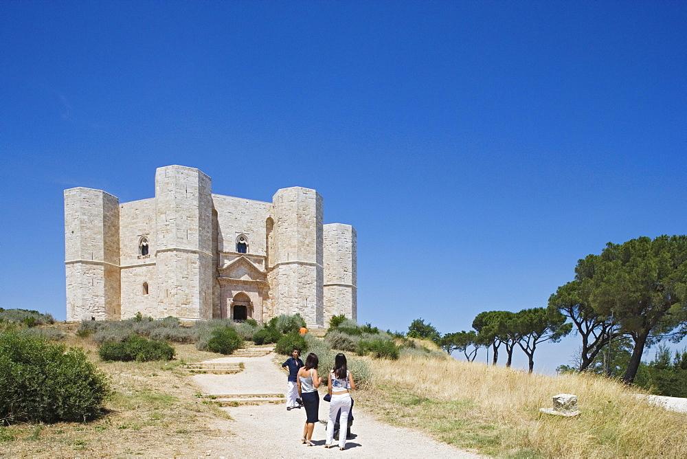 Castel del Monte, built 1240-50 by the holy roman emperor Frederick II., Andria, Puglia, Italy