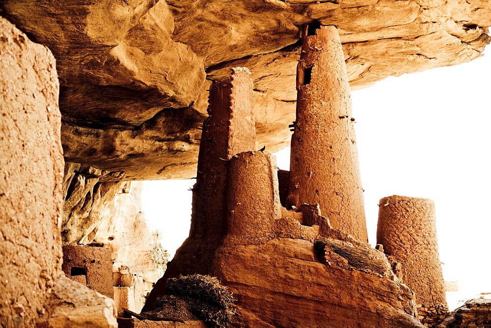Mud buildings under a rock face at the region of the Dogon people, La Falaise da Bandiagara, Mali, Africa