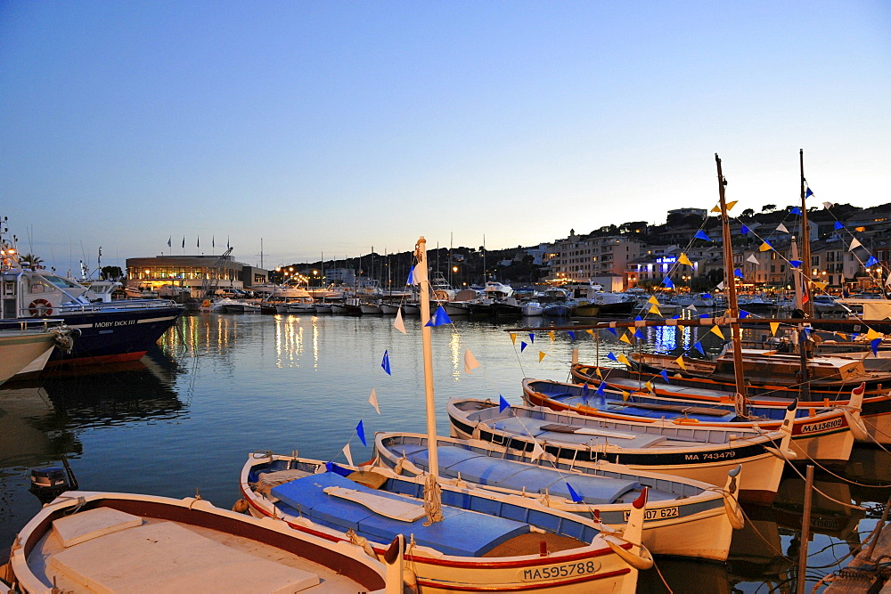 Boats at harbour in the evening, Cassis, Cote d¥Azur, Bouches-du-Rhone, Provence, France, Europe
