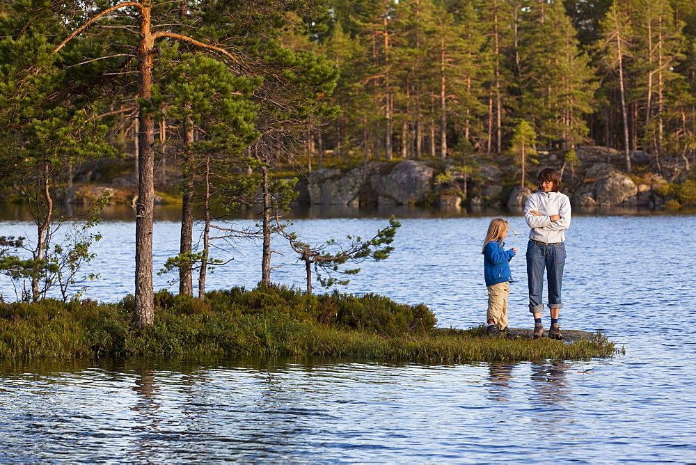 A woman and girl at the lake Taernaettvatten at the national park Skuleskogen, Hoega Kusten, Vaesternorrland, Sweden, Europe