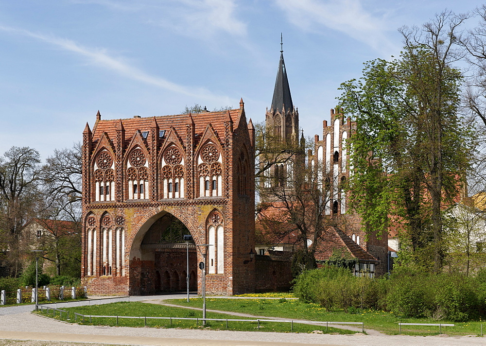 Stargard Gate with the tower of St. Mary`s Church in Neubrandenburg, Mecklenburg Lake district, Mecklenburg-Western Pomerania, Germany