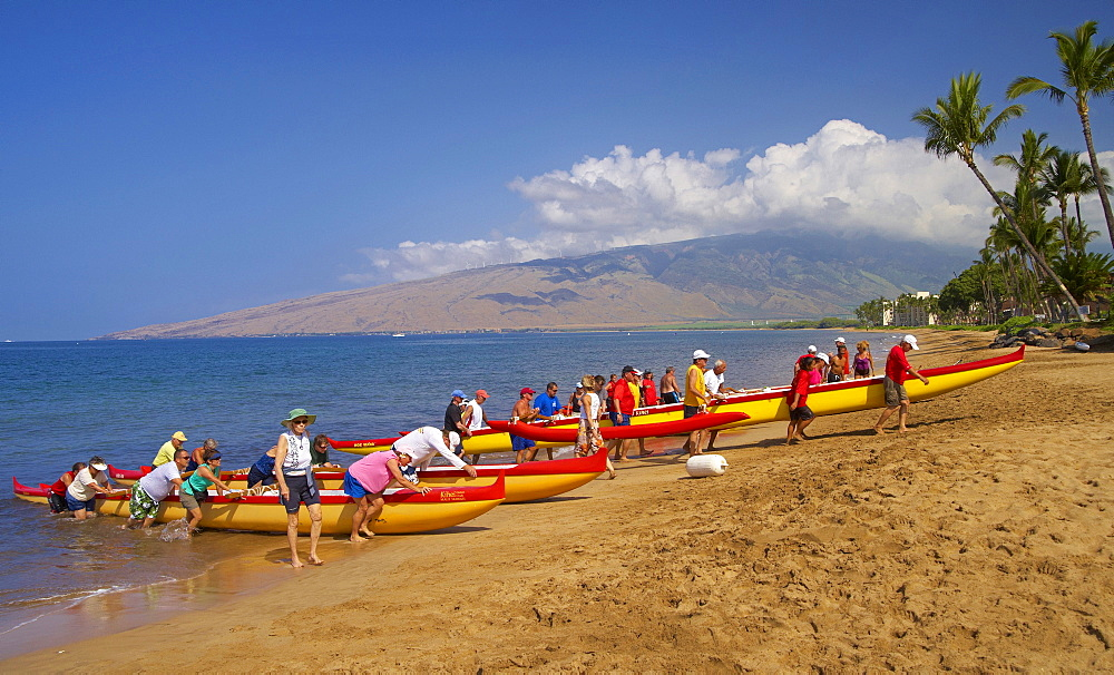 People with outrigger canoes on the beach of North Kihei, Maui, Hawaii, USA, America
