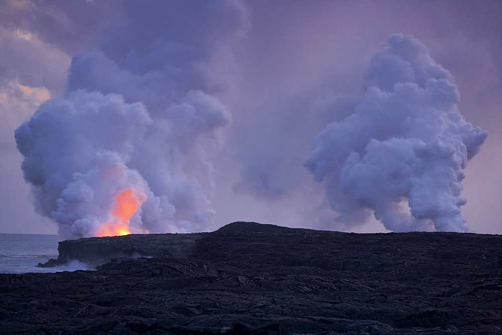 Smoking craters at the coast in the evening, Chain of Craters Road, Pu'u 'O'o, Big Island, Hawaii, USA, America