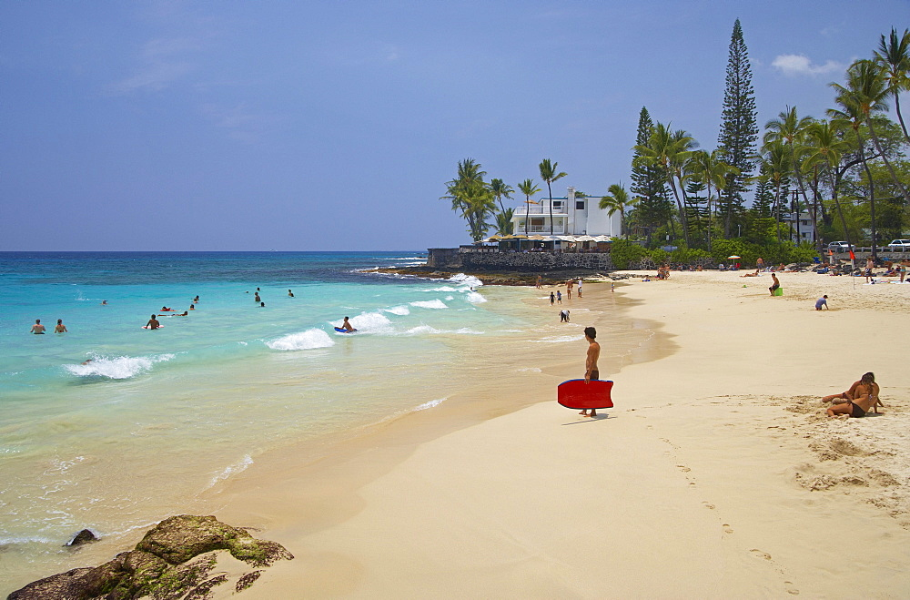 People on the beach in the sunlight, White Sands Beach, La'aloa Beach Park, Big Island, Hawaii, USA, America