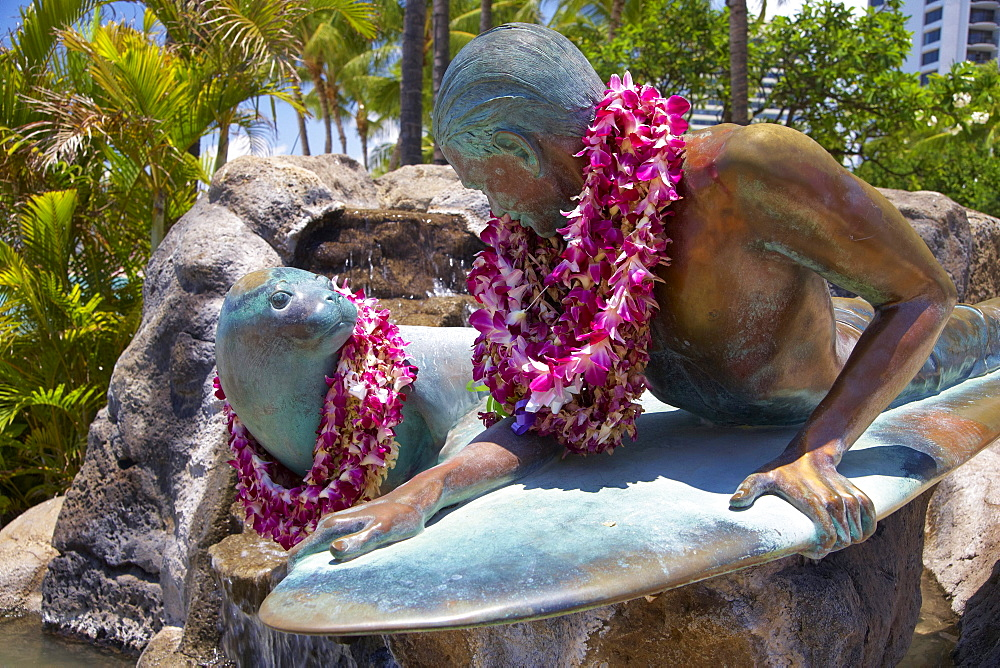 Fountain with surfer statue, Makua and Kila, Waikiki Beach, Honolulu, Oahu, Island, Hawaii, USA, America