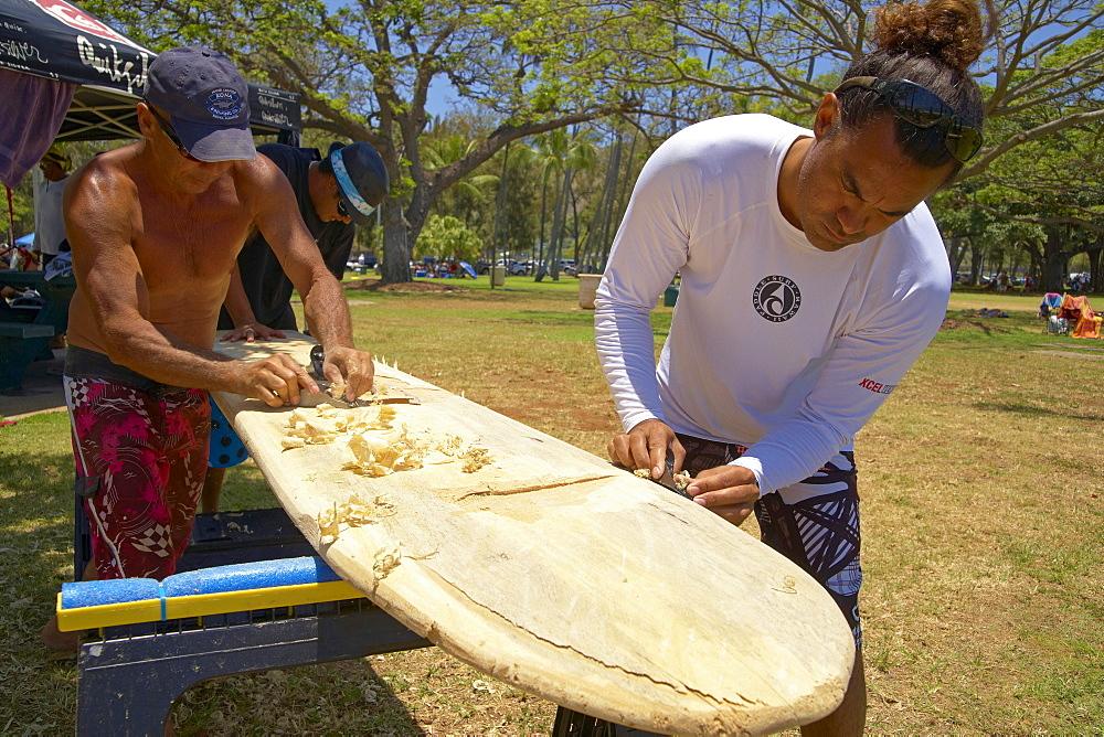 Local people making a traditional surfboard, Waikiki Beach, Honolulu, Oahu, Hawaii, USA, America