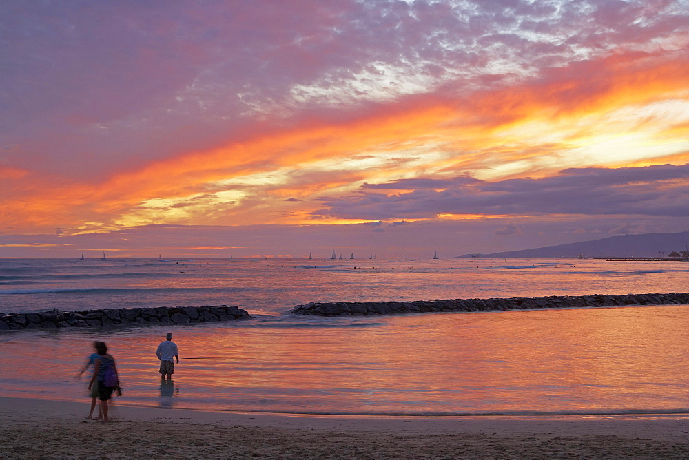 People on the beach at sunset, Waikiki Beach, Honolulu, Oahu, Hawaii, USA, America