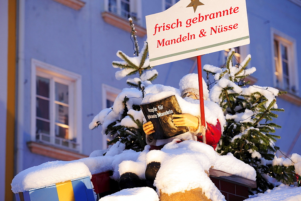 Snow covered Santa Claus reading in recipe book, Christmas market Rosenheim, Rosenheim, Upper Bavaria, Bavaria, Germany, Europe