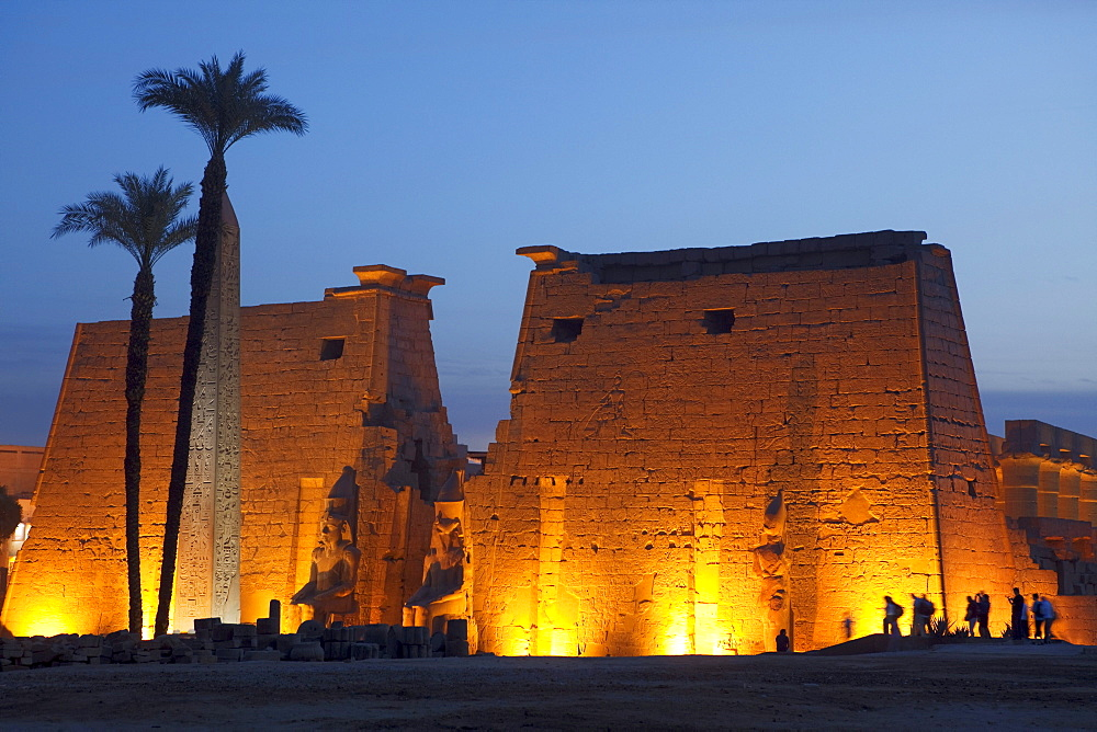Entrance area of Luxor Temple in the evening light, Luxor (ancient Thebes), Luxor, Egypt, Africa