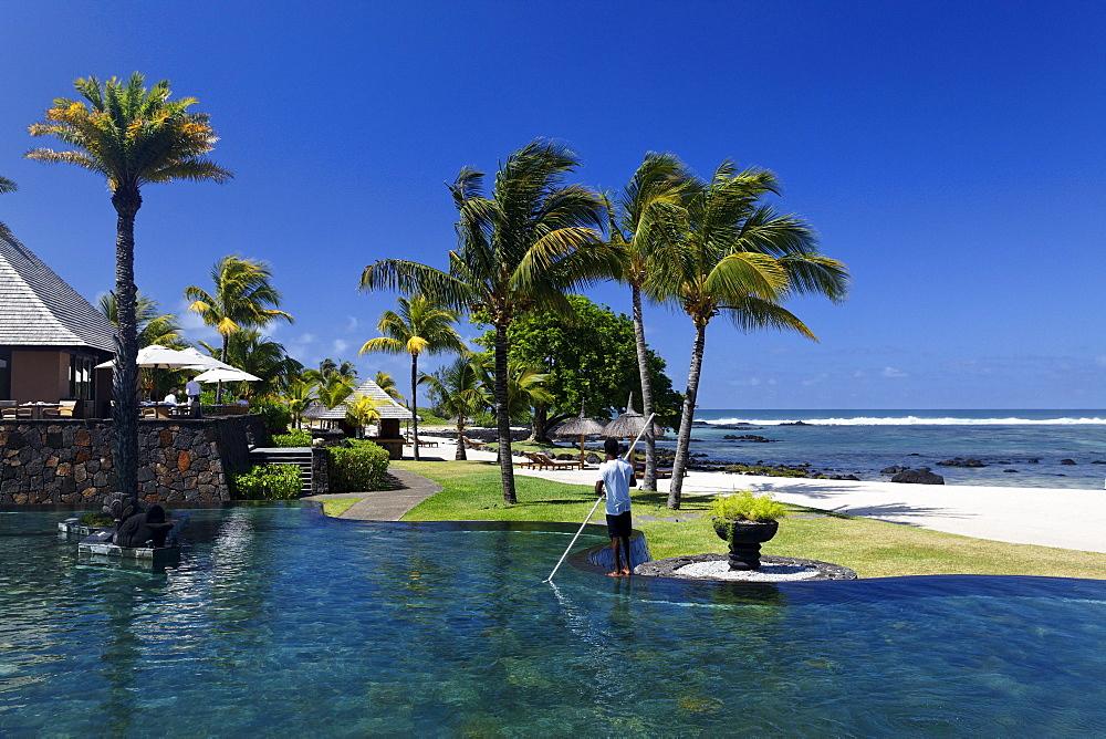 Pool und Restaurant, Shanti Maurice Resort, Souillac, Mauritius, Africa