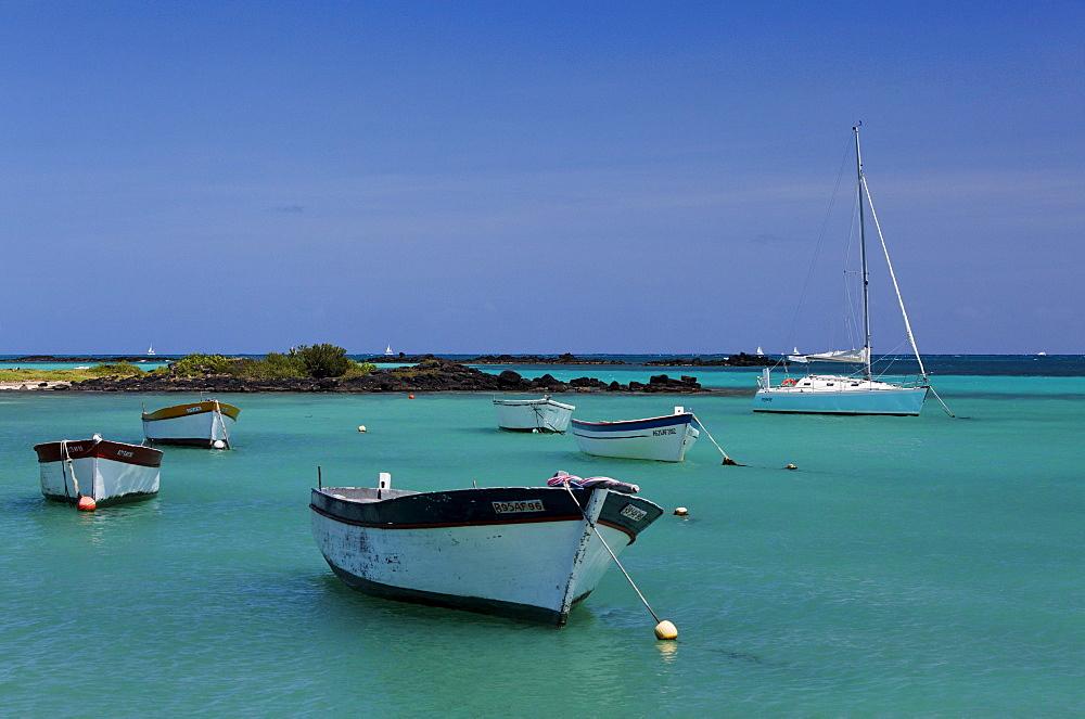 Boats and beach Coin de Mire, Cap Malheureux, Mauritius, Africa