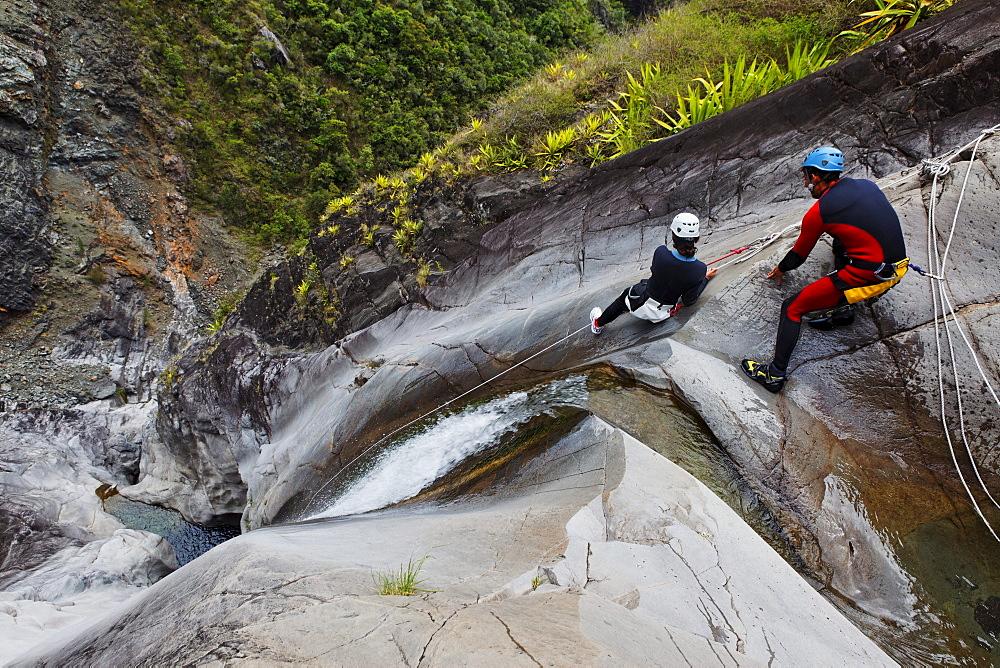 People canyoning at Canyon du Fleur Jaune bei Cilaos, La Reunion, Indian Ocean