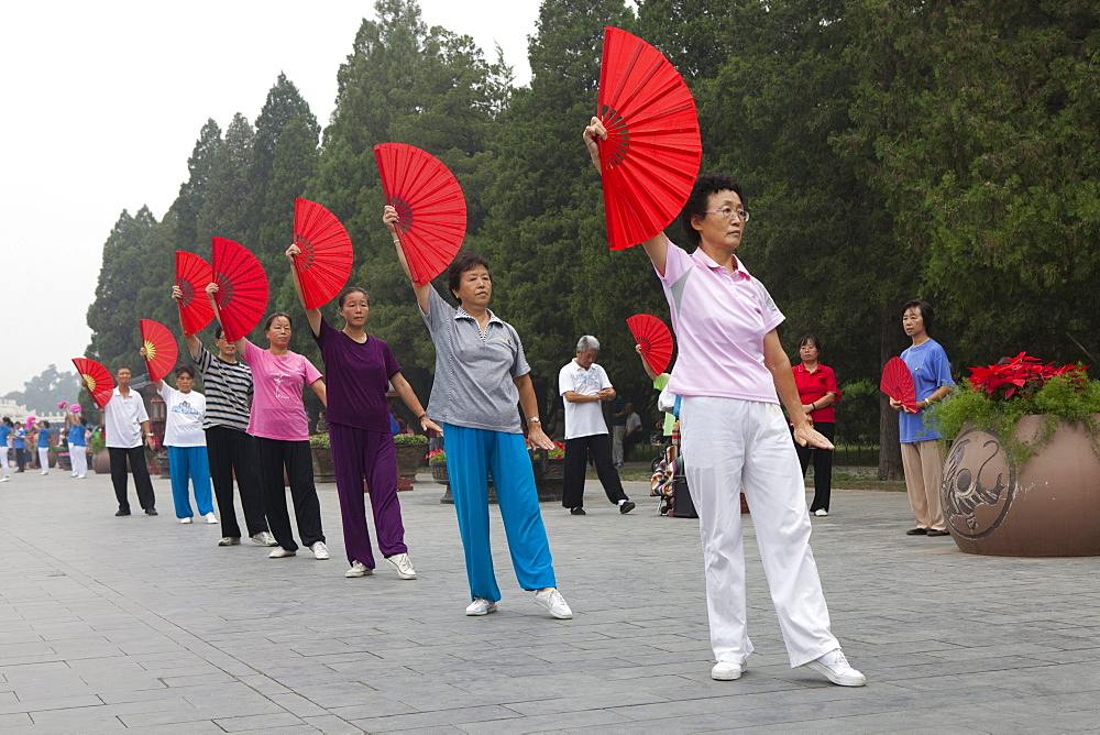 Morning gymnastic, Tai Chi Chuan, Taiqi in the Tiantan-Park near the Temple of Heaven, Peking, Beijing, People's Republic of China