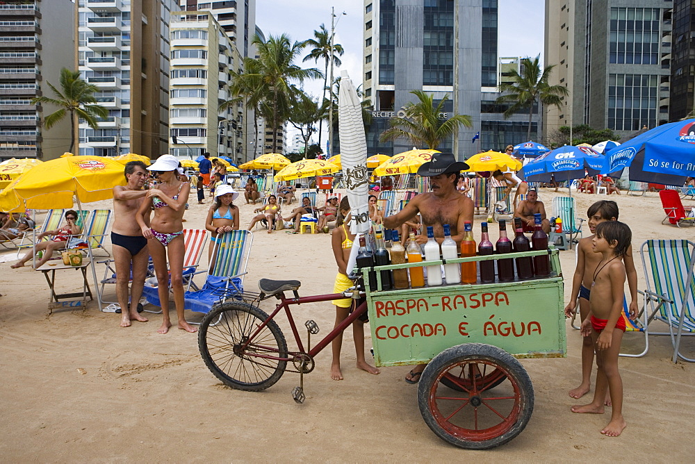 Vendor with cart selling fruit juice drinks on the beach, Recife, Pernambuco, Brazil, South America