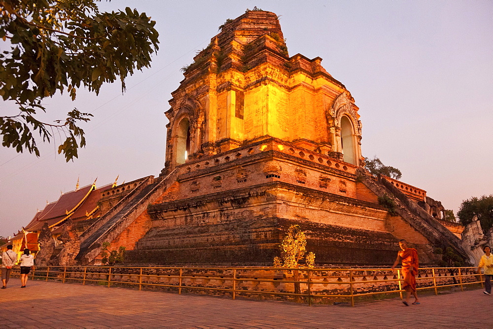 Monk in front of the great stupa of Wat Chedi Luang in the evening light, Chiang Mai, Thailand, Asia
