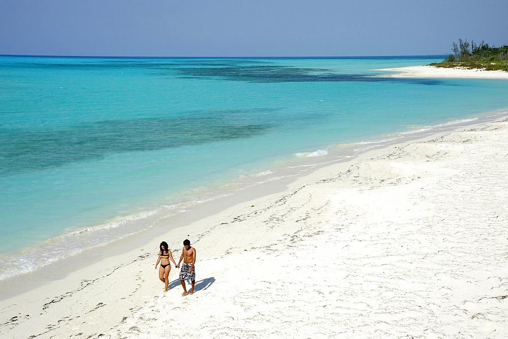 Couple walking on the beach, Cayo Levisa island, Pinar del Rio province, Cuba, Greater Antilles, Gulf of Mexico, Caribbean, Central America, America