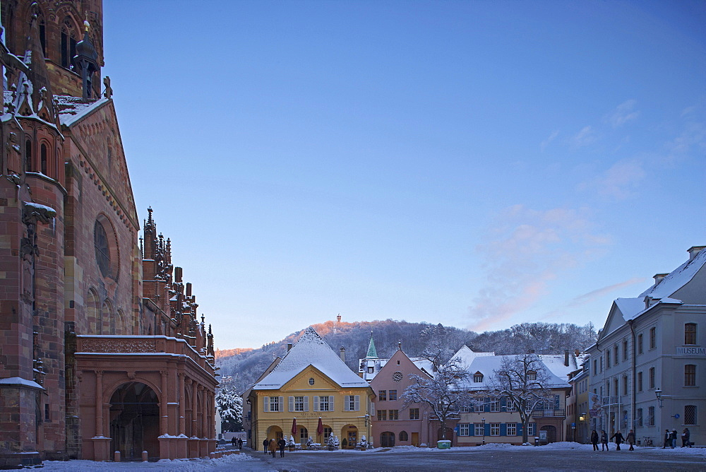 Square Munsterplatz with church Unserer Lieben Frau and Alte Wache, Freiburg, Evening, Snow, Black Forest, Baden Wuerttemberg, Germany, Europe