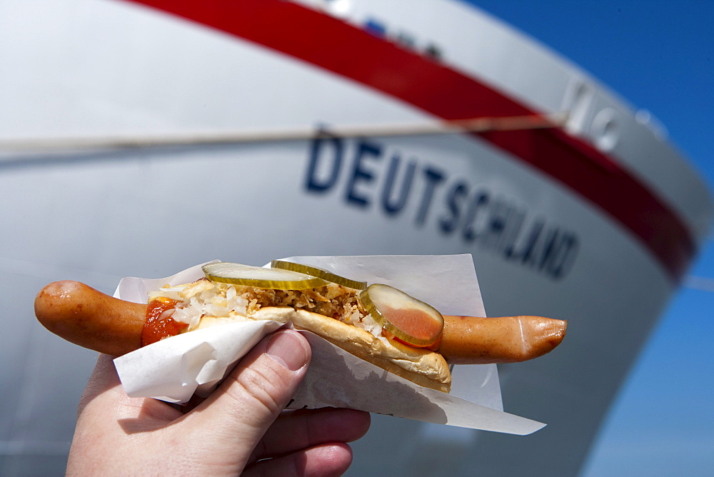 Polser hot dog, welcome for passengers on the cruiseship MS Deutschland (Reederei Peter Deilmann), Aalborg, North Jutland, Denmark