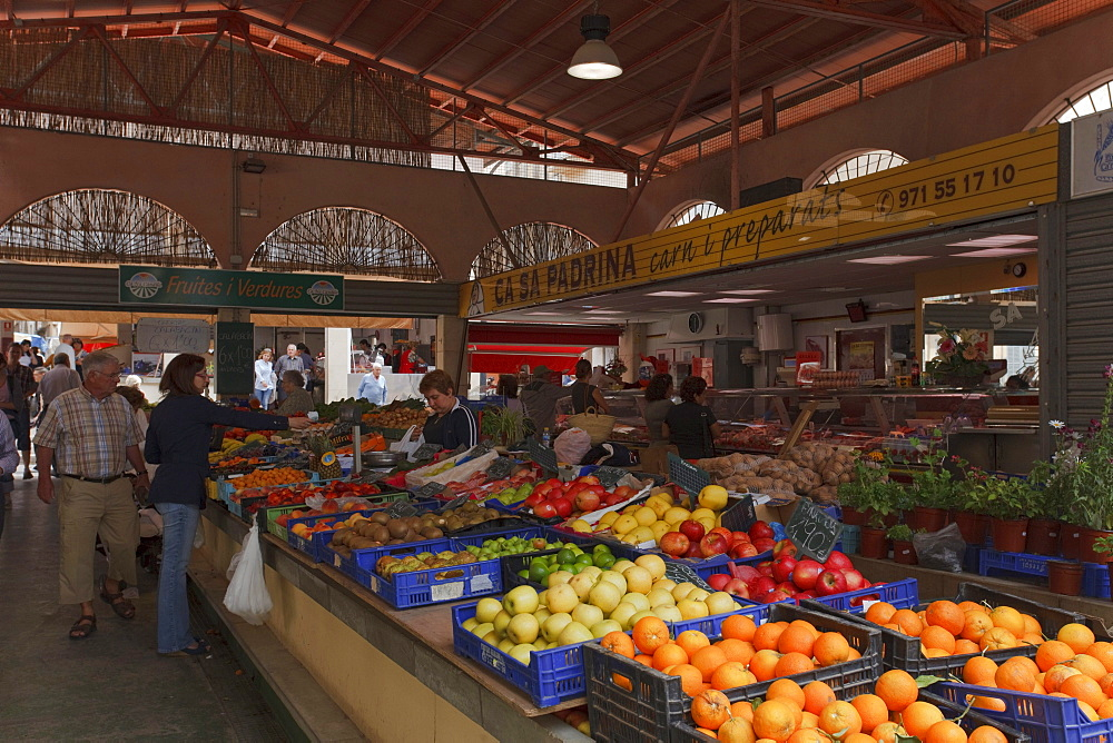 Weekly market, Manacor, Mallorca, Balearic Islands, Spain, Europe