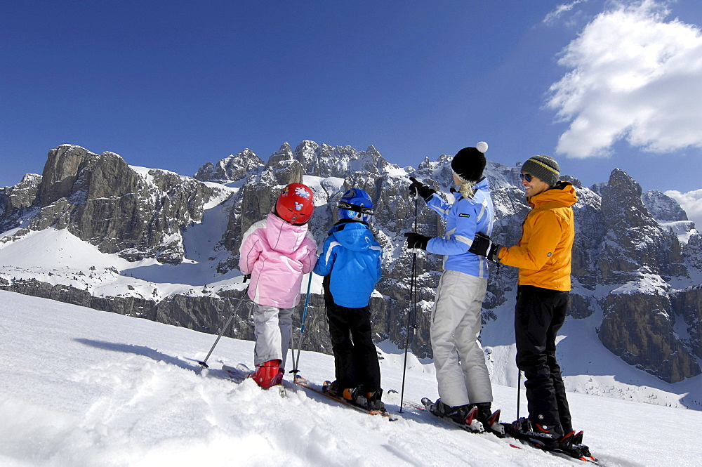 Family on skis in snowy mountain scenery, Alto Adige, South Tyrol, Italy, Europe