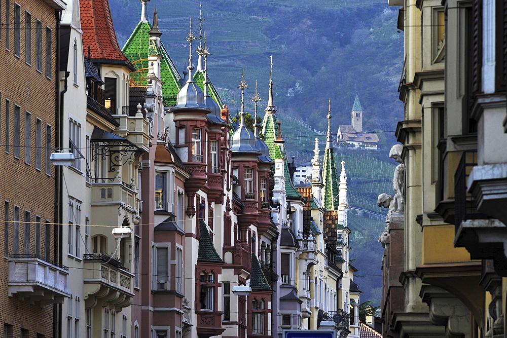 Facades of houses with bay windows and small towers, Bolzano, South Tyrol, Alto Adige, Italy, Europe