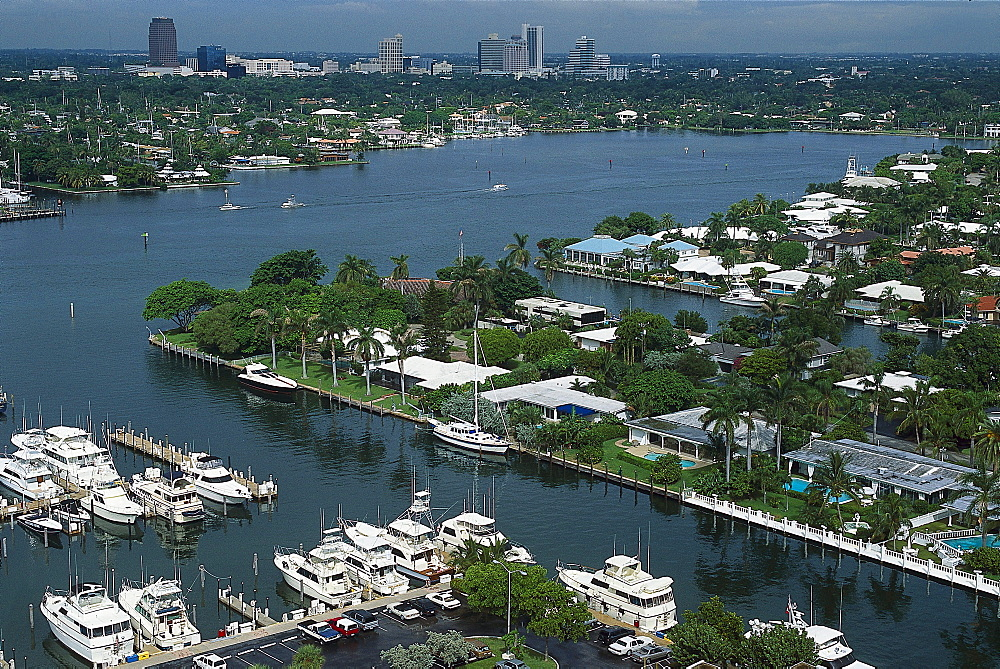 Holiday homes and boats at the canal, Fort Lauderdale, Florida, USA, America