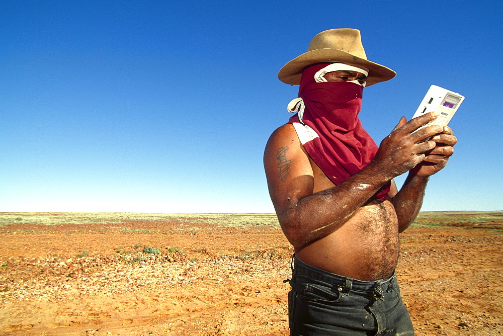 Boxer Lizard with mini gaming console surrounded by flies, breakdown in Simpson Desert, Australia
