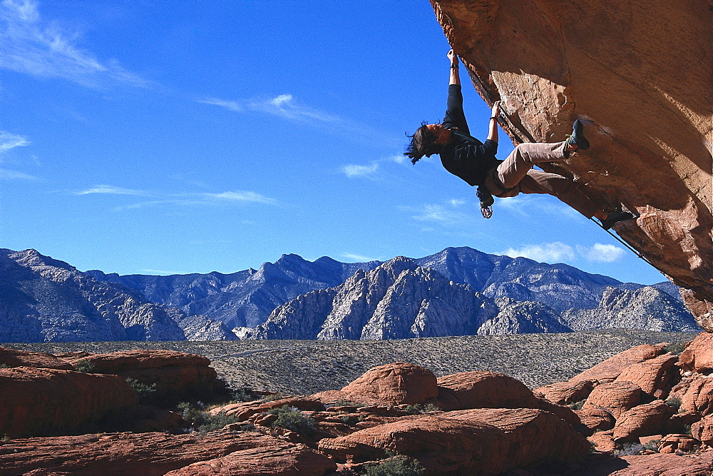 Man rock climbing, Freeclimbing at Red Rocks near Las Vegas, Nevada, USA