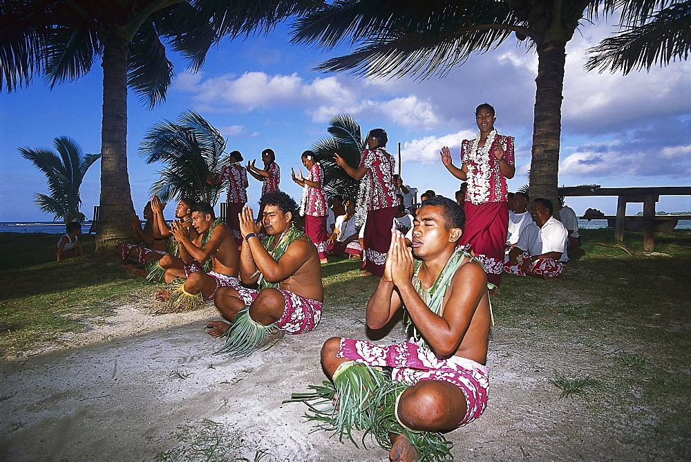 Folklore group on the beach, Fiafia, Manase Beach, Savai'i, Samoa, South Pacific
