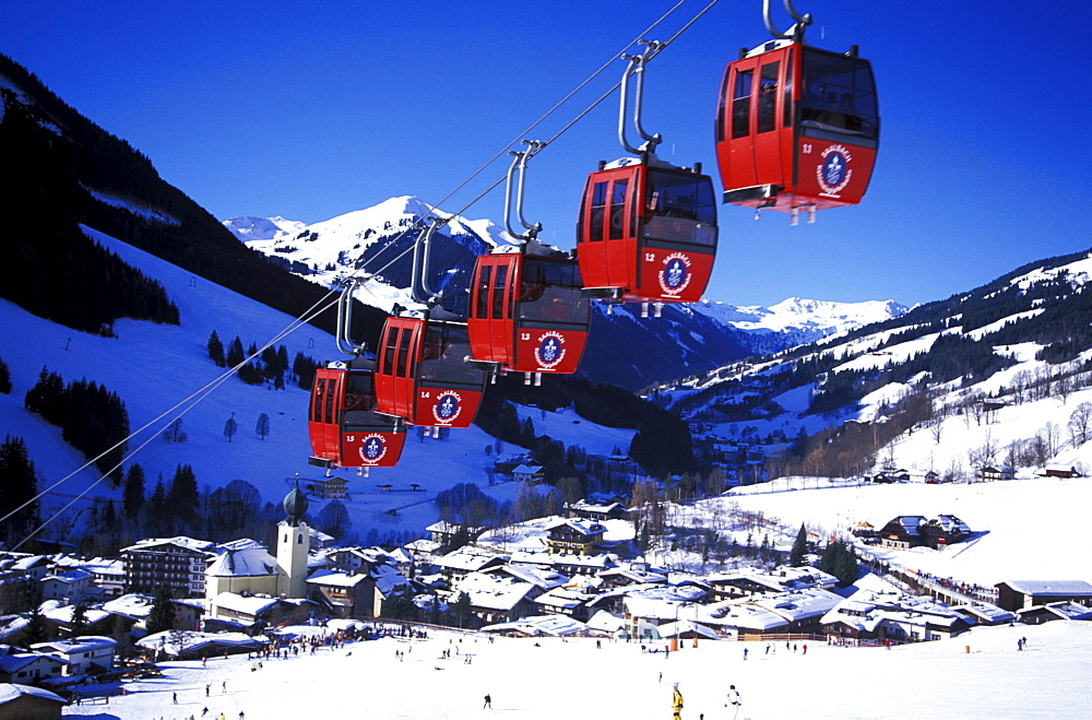 Cable car in front of snowy landscape, Kohlmaisbahn, Saalbach, Salzburger Land, Austria, Europe