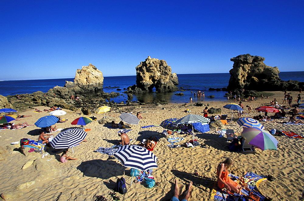 Sunshades on the beach under blue sky, Praia Coelha, near Albufeira, Algarve, Portugal, Europe