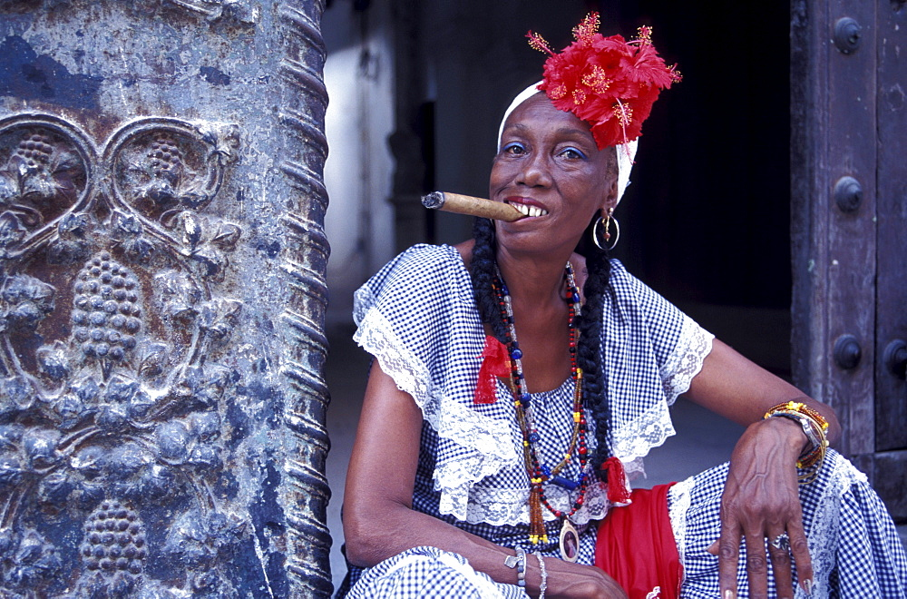 Mature woman smoking a cigar at the old town, Plaza de la Catedral, La Habana Vieja, Cuba, Caribbean, America - 1113-53322